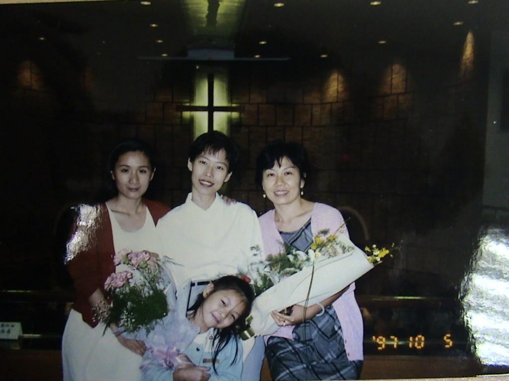 1997年蔣湘芬受洗。(圖/受訪者提供)