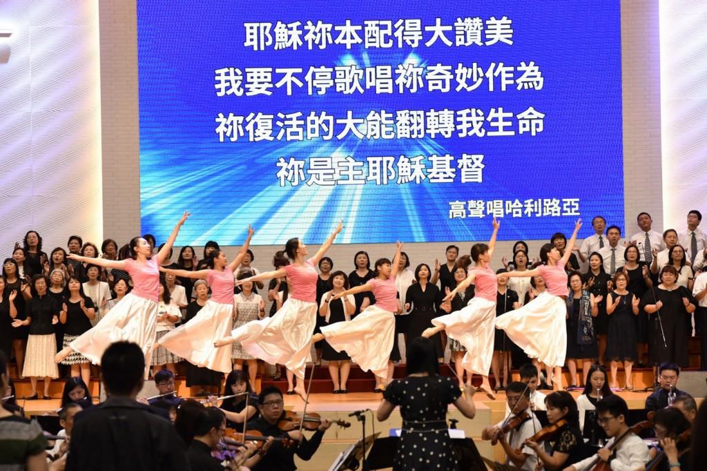 專業的舞蹈表演者與樂團都是南聖的牧者、傳道人。