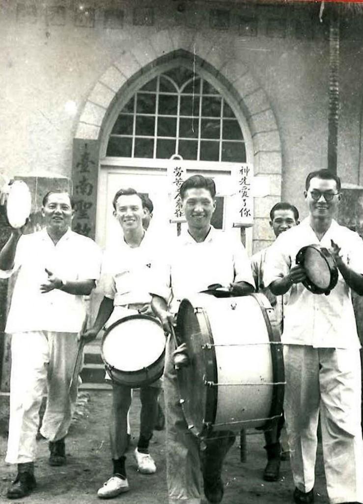 最初的打鼓宣教事工。(取自台南聖教會官網)