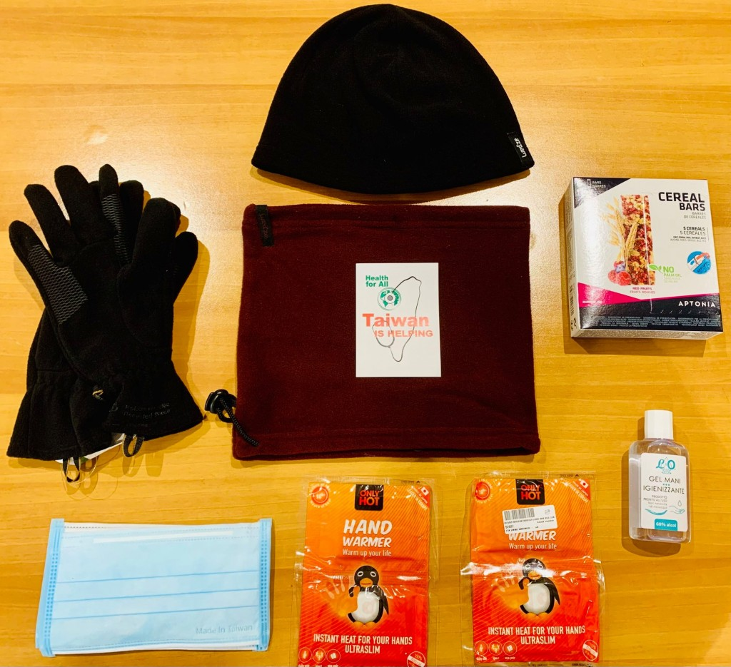 防疫暖冬包內容物。(圖/FB @TaiwaninHolySee)