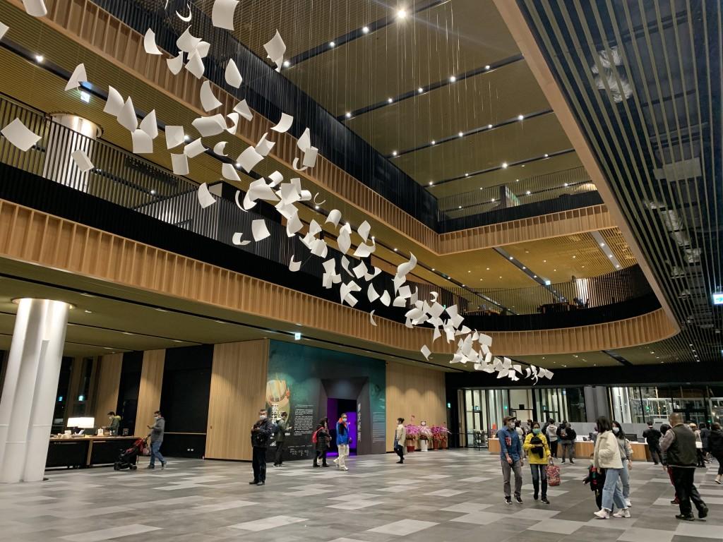 台南總圖一樓大廳。(圖/謝宜汝攝影)