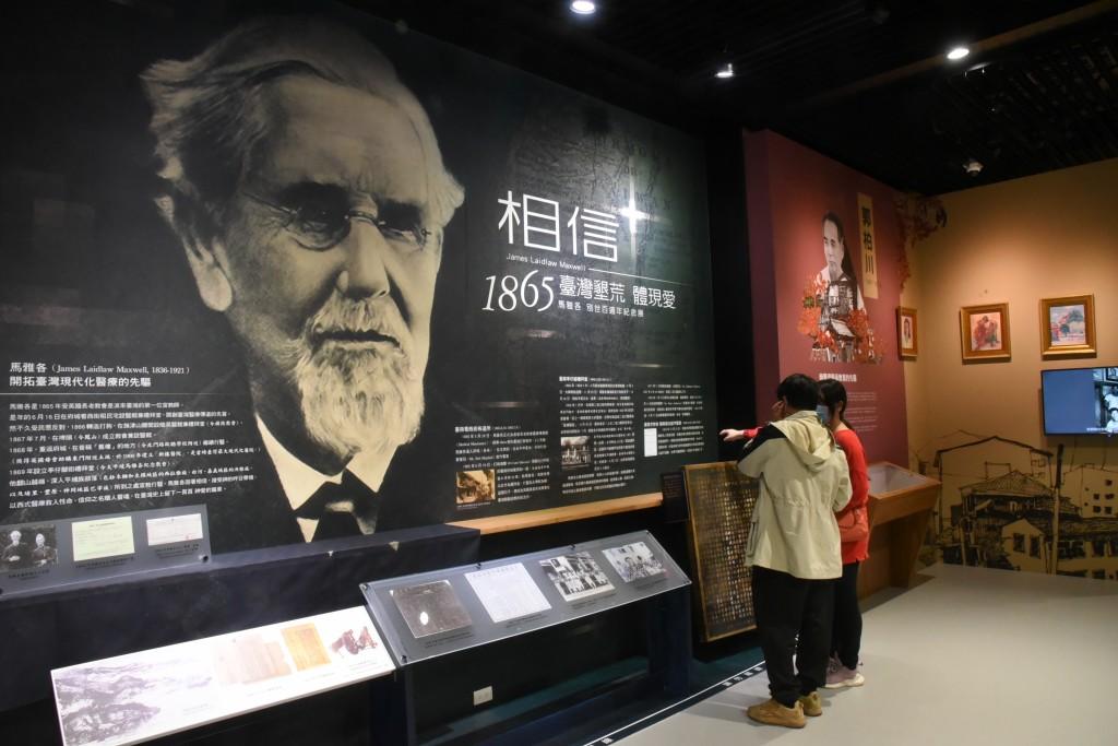 臺南市立圖書館新總館四樓馬雅各百週年展。(圖/謝宜汝攝影)