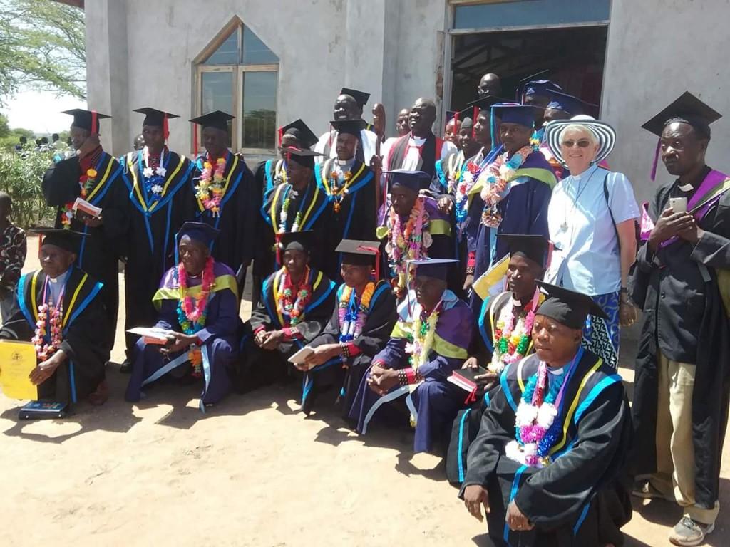 從聖經學院畢業的學生就是該國未來的領袖。(圖/anglicanaid.org.au)