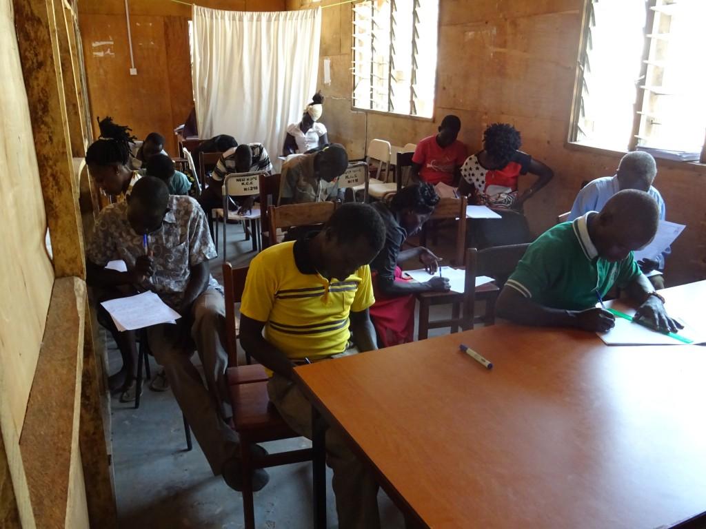 聖經學院學生上課情形。(圖/kcuc.info)