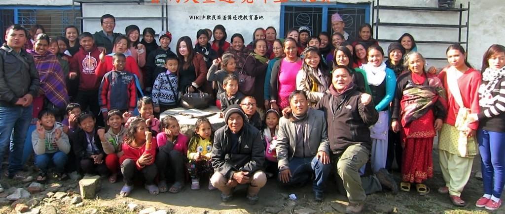 魯瑪夫與當地的老師們(wiri臉書截取)