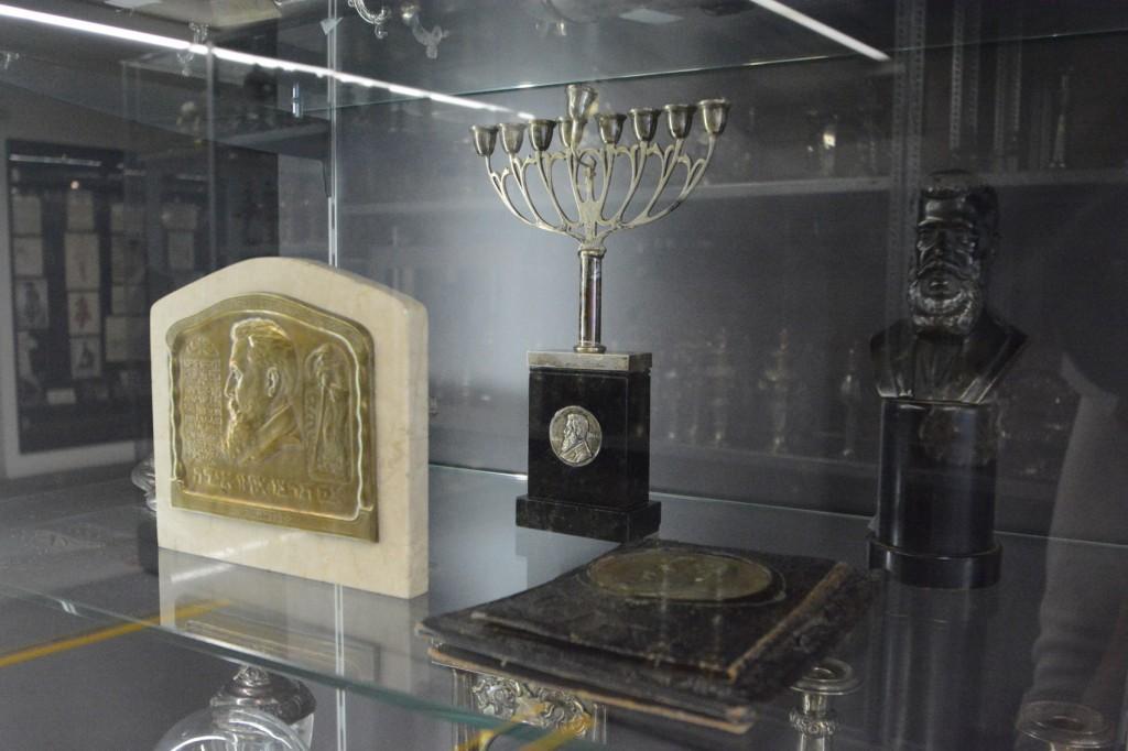 ↑紀念錫安之父赫茲爾的紀念品