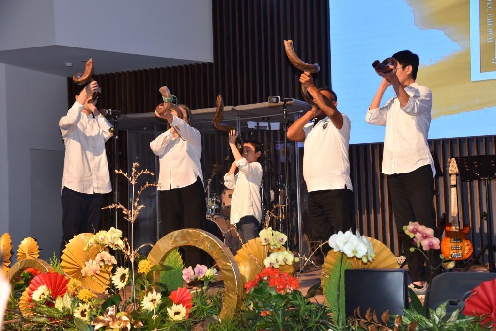吹號宣告獻堂典禮開始。