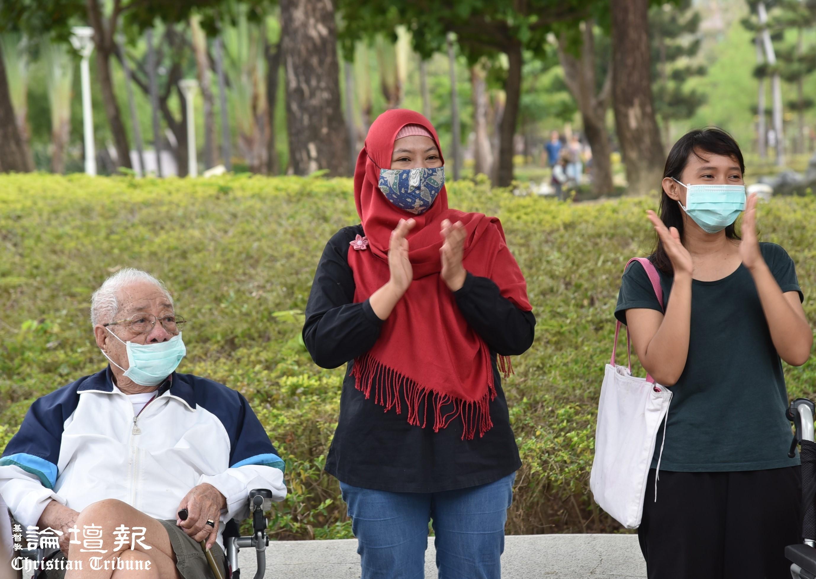 用愛關懷印尼看護,讓她們在僱主身上看見耶穌基督。(謝宜汝攝於三級警戒前)